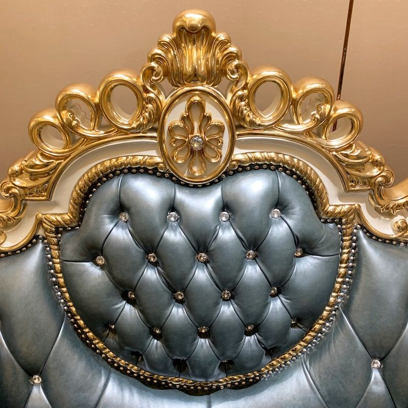 Classic furniture style - ladies necklace style luxury classic sofa